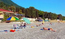 Мелкогалечный пляж Лучезарный