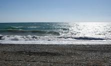 На пляже в пригороде Сухума