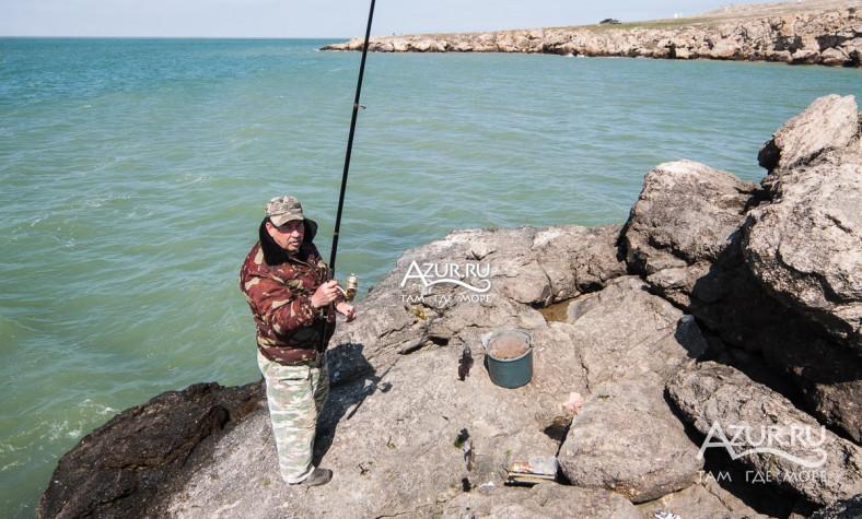 клюет ли сейчас на азовском море бычок с берега